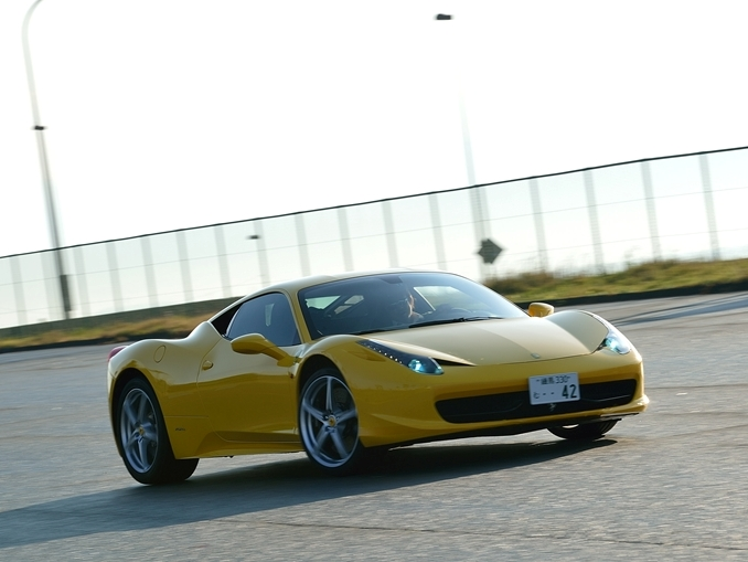 フェラーリ458イタリアでドリフトの練習中 撮影/池之平昌信